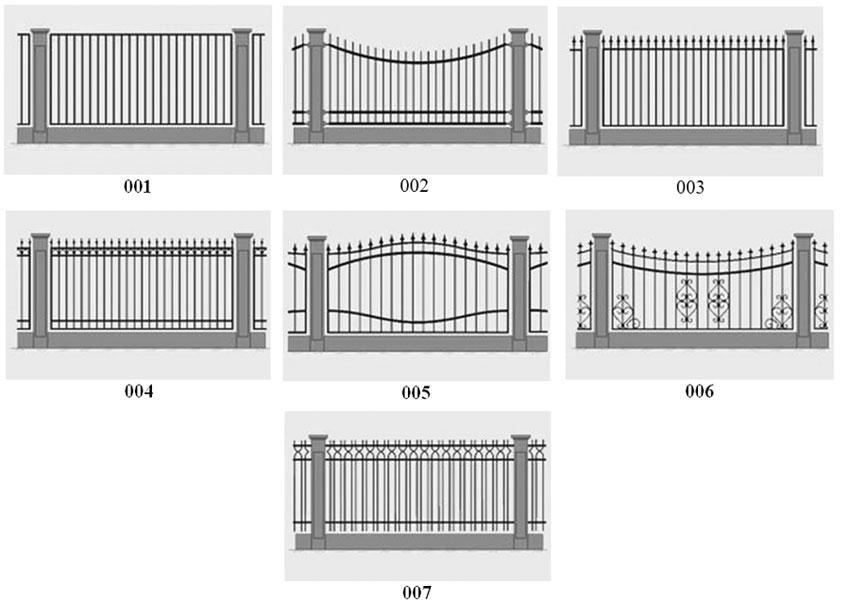 С одной стороны кованый забор